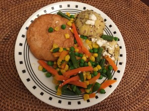 Salmon burger with cheesy polenta and veggies